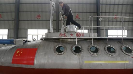 62岁退休老人组建观光潜艇