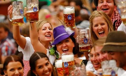第29届青岛国际啤酒节(崂山)开幕 开放时段延长至晚上11点