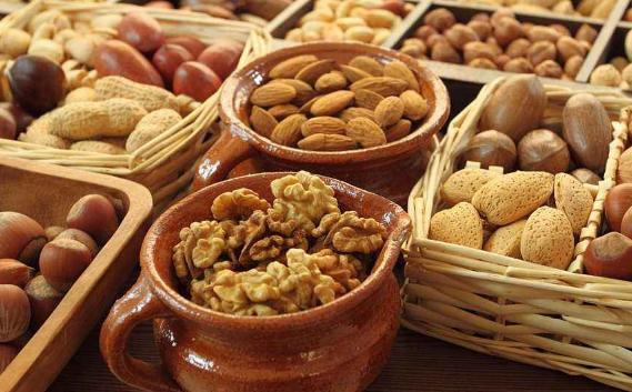 每天吃一小把坚果有益健康 营养虽好不可过量