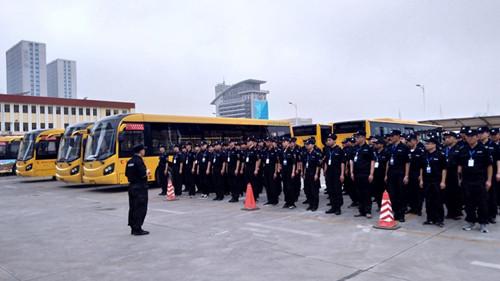 自今日起青岛临时增配7000名乘务员随公交执勤  为市民提供更优质的出行服务