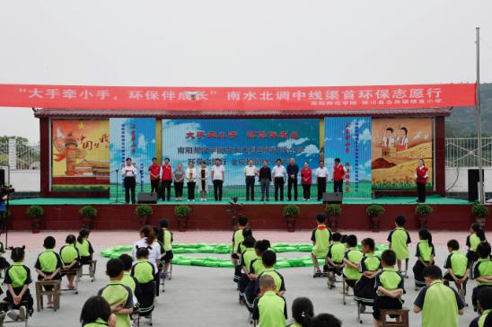 南阳师范学院志愿者走进淅川县仓房镇开展环保志愿服务系列活动