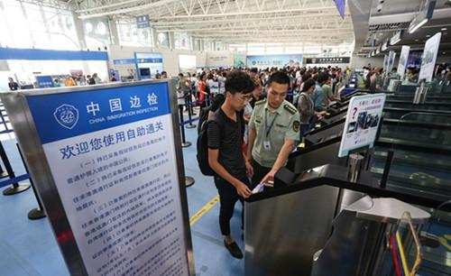 青岛机场边检站发布国庆出入境客流高峰时段提示