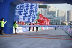 青岛马拉松圆满结束,青岛人夺得男女组冠军