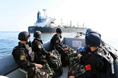 我海军为我国商船保驾护航