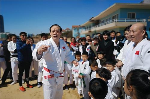 世界冠军助阵青岛沙滩柔道35周年纪念日