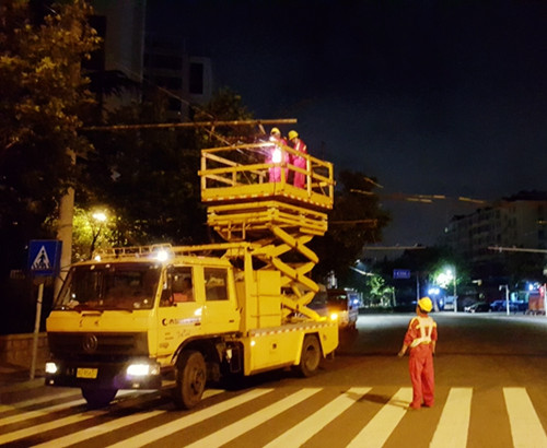 历史变迁:青岛公交拆除80年代老电车线网