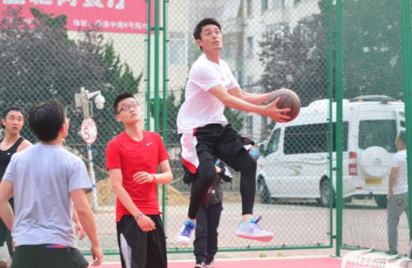 参加虎鲸篮球训练营 像霍建华一样帅到起飞!