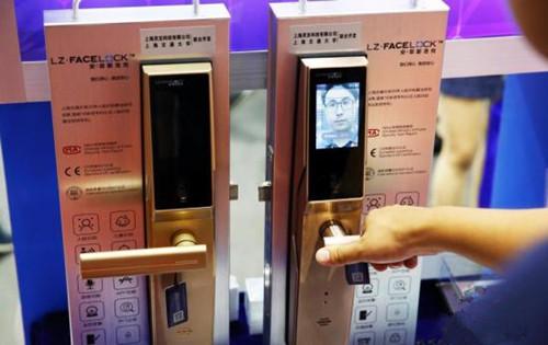 国家市场监管总局发布安全消费警示:智能门锁人脸识别功能风险高建议关闭