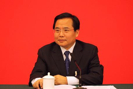 青岛第十五届人大常委会举行 张新起辞去青岛市政府市长职务