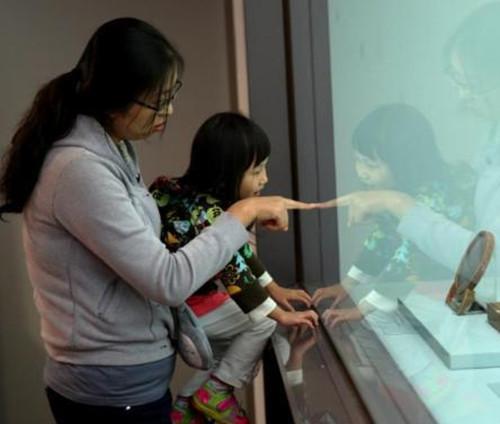 台北故宫游客近年逐年减少  文物仿制品库存大量积压销量偏低
