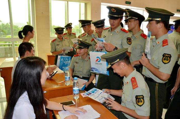 青岛出台退役士兵安置新政 最少四成进事业单位