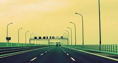 国庆七天小长假高速公路免费通行  游客出行要注意避开出行高峰