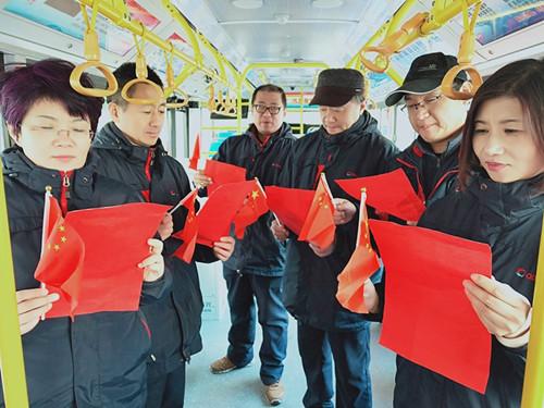 青岛公交市北巴士第一分公司昨日举行主题车厢教育活动