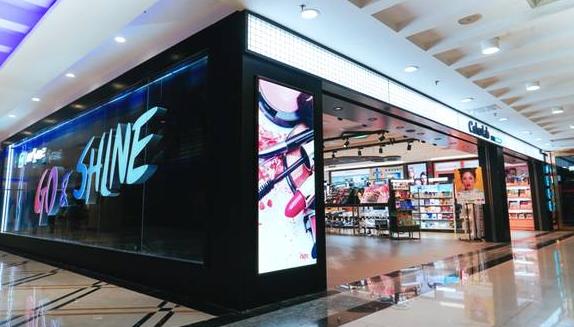 """屈臣氏全新彩妆概念店在北京开业 推出全球首个""""旋转寿司台"""""""