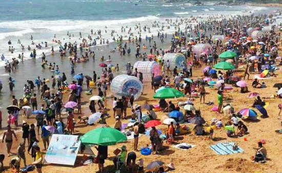 青岛海水浴场客流量达到73.8万人次 刷新去年记录