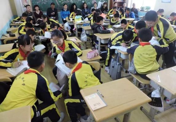 赶上新时代 青岛大路小学让教育充满幸福
