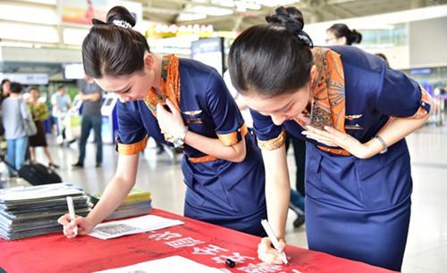 """确保旅客出行安全顺畅:青岛机场联合六单位开展""""安全生产咨询日""""活动"""