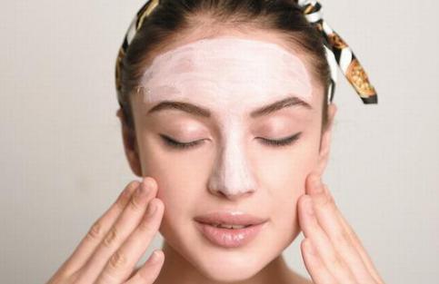毛孔粗大怎么办 注意清洁和防晒