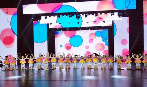 《算盘哒哒响》赢得满堂彩 青岛大路小学的舞娃最闪亮