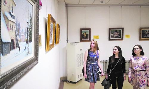 青岛滨海学院举办俄罗斯风情文化艺术展  免费向岛城市民开放
