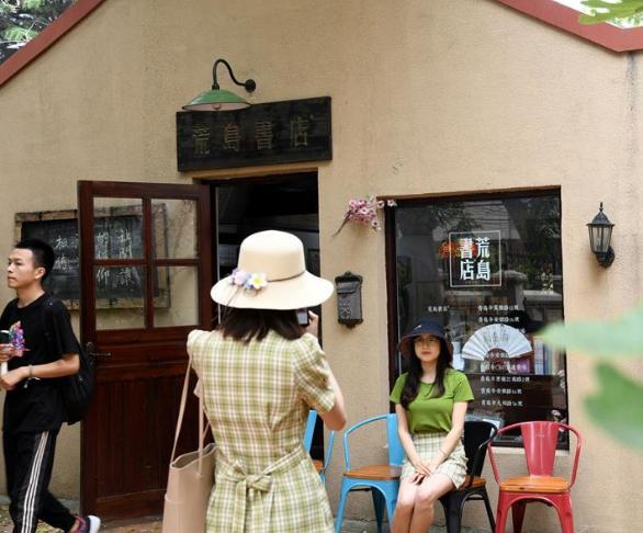 """青岛多处书店成读者和游客""""打卡""""网红地"""