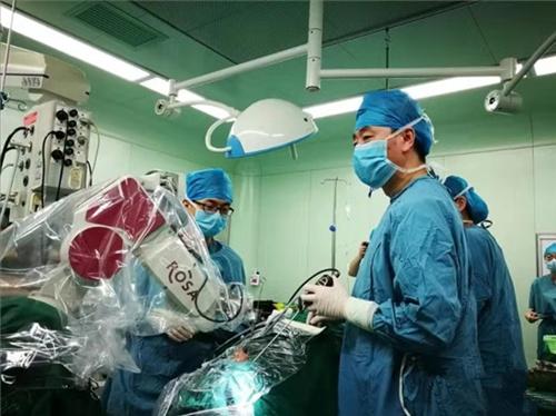 机器人辅助青岛医生完成垂体瘤手术 系胶东半岛首例