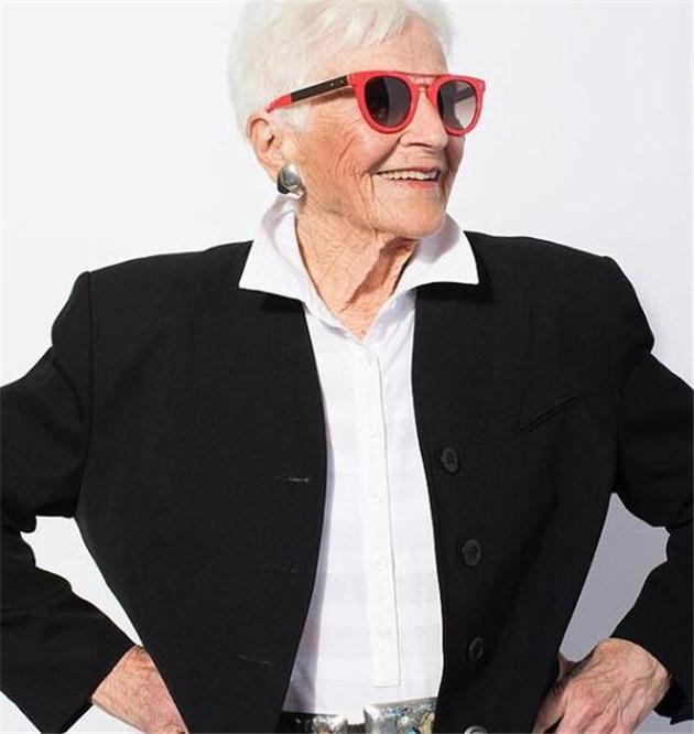 美国百岁老太成为潮牌模特 年龄不能定义一个人