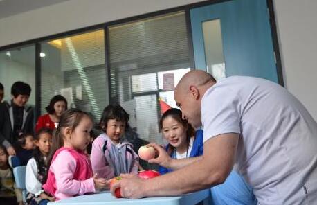 海马环球国际教育正式开业 300多组家庭走进麦岛最美图书馆