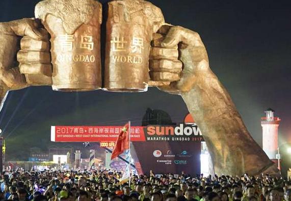2017青岛·西海岸夜间国际马拉松开跑 吸引万人参赛