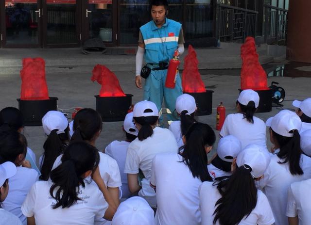 """青岛市政府应急办联合教育局在全市中小学开展开学""""安全第一课""""活动"""