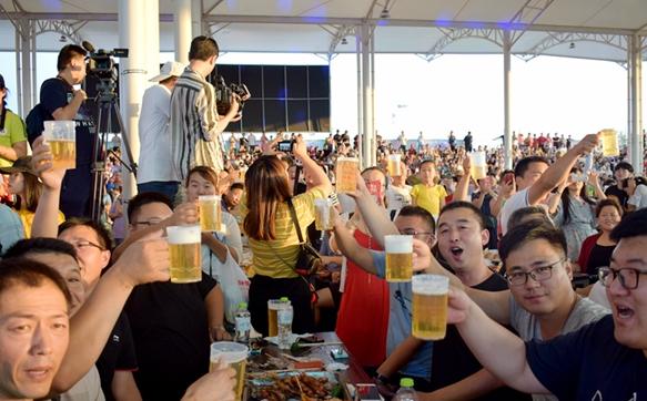 青岛景区增加夜场备战旅游旺季 最晚营业至11点