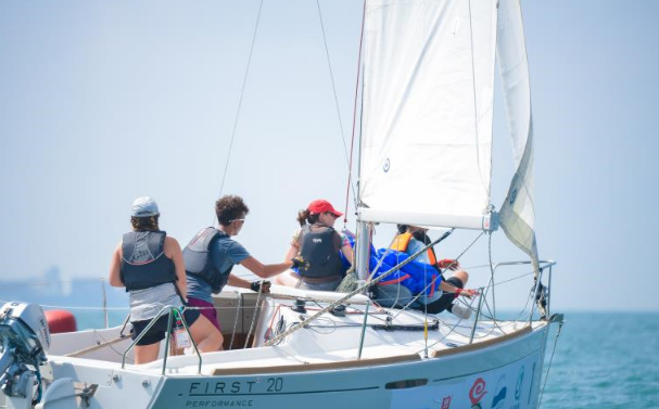 国际名校帆船赛持续进行中 各队均快速进入竞技状态