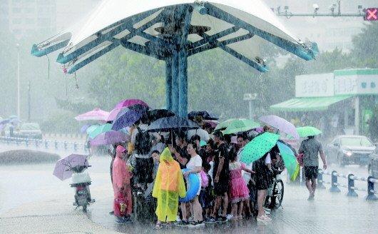 """上周是入夏最热的一周!未来3天青岛持续""""夏雨"""""""