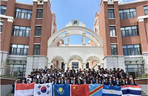 七国60余名学生走进青岛滨海学校开展纪念五四青年节国际青年交流活动