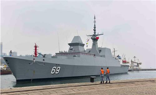 """新加坡海军""""刚毅""""号护卫舰访问青岛  两国海军将举行海上联合演练"""