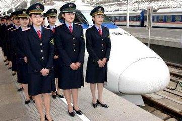 高铁也能点外卖?由上海华铁旅服餐服人员将餐食送至座位