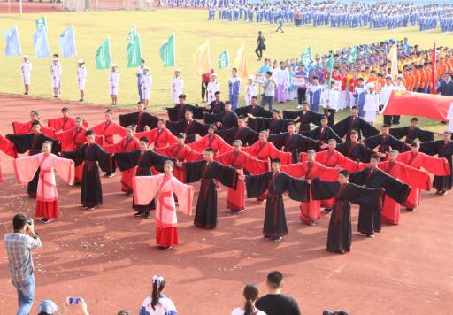 青岛大学附属中学阳光体育田径运动会盛大开幕
