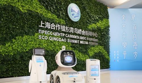 """黑科技:上合组织青岛峰会新闻中心里的""""特殊工作人员"""""""