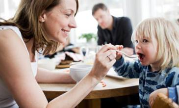 宝妈注意:喂养宝宝的这些方式是需要纠正的?