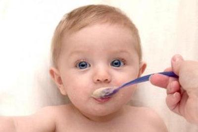 频繁喂食、玩具引诱这些招数对宝宝弊大于利!