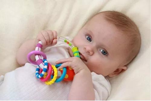 宝宝早教:如何让宝宝在发育阶段变得更聪明?