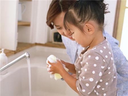 孩子做家务好处多多 家长应积极教导