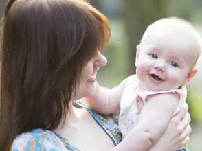 夏秋交替 妈妈应该如何为宝宝添减衣物呢?