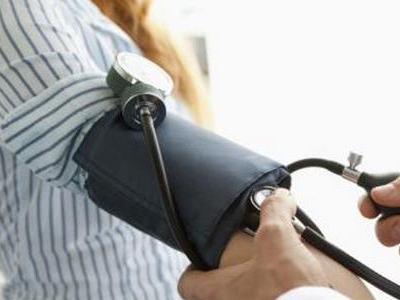 老年人如何才能将血压控制在正常范围内?
