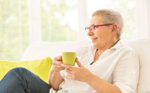 碳酸饮料等于液态糖果 将加速骨骼老化!