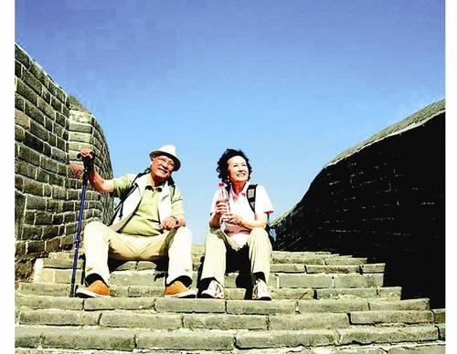 老人常旅游 健康又舒畅