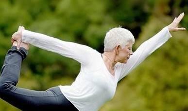 老年人形态年轻很重要 老年人瑜伽好处多