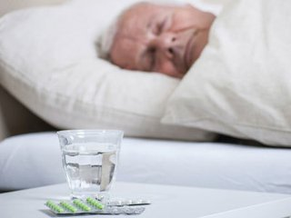 睡前喝一杯水 可以预防脑血栓