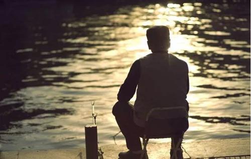 老年人怎样才能给心理进行健康调适与维护?