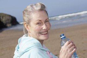 """喝好""""三杯水"""" 远离疾病保健康"""